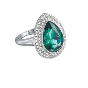 Emerald green gemstone ring Size 6 NWT